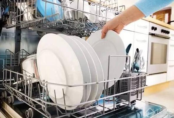 乡下婆婆这么洗碗比用洗碗机还洗的干净,真白洗了这么多年碗!
