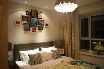 简约风卧室照片墙展示 温馨不乏自然