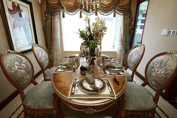 87平贵气美式三居室欣赏餐厅餐桌摆设