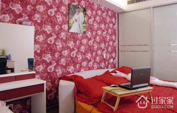小两口新婚公寓欣赏卧室摆件
