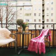暖黄色调两居室欣赏阳台