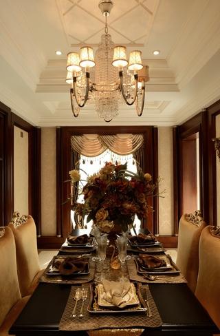 庄重古典范 美式风情餐厅餐桌摆放图