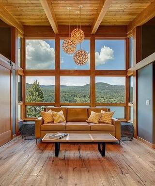 98平湖边木屋设计欣赏