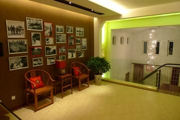 二楼过道照片背景墙设计