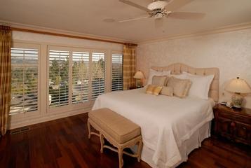 美式风格大户型卧室设计效果图