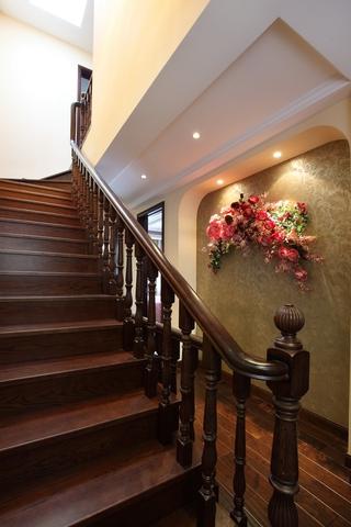 美式温馨装修效果图欣赏楼梯间