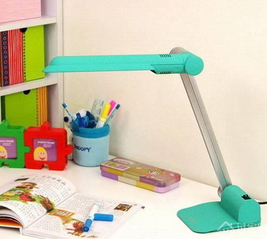写字台灯的光源用哪种好?热发光类?荧光灯管类?LED灯类?