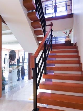 稳重东南亚住宅欣赏楼梯间