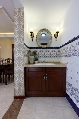美式风三居室案例欣赏洗手间设计