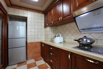 美式风三居室案例欣赏厨房吊顶