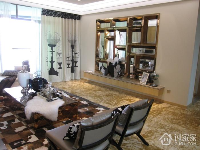 现代风雅致两居室欣赏客厅吊顶
