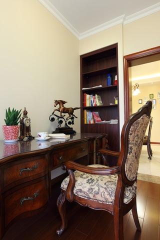 美式风三居室案例欣赏书房书架