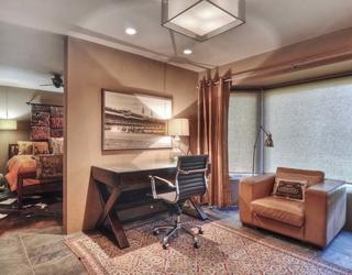 现代装饰别墅效果赏析书桌