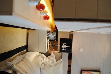 现代简约样板间设计卧室飘窗