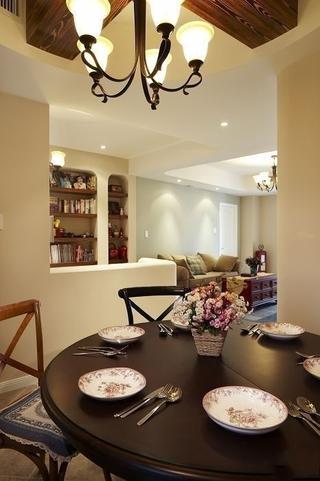 97平温馨地中海三居欣赏餐厅餐桌设计