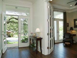 清爽白色美式别墅欣赏过道