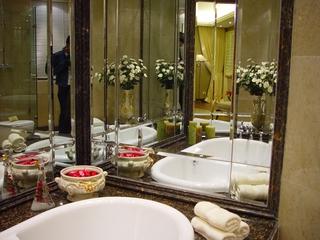 主卧卫生间玻璃镜子