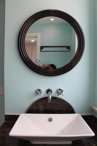 98平美式三居室欣赏卫生间灯饰
