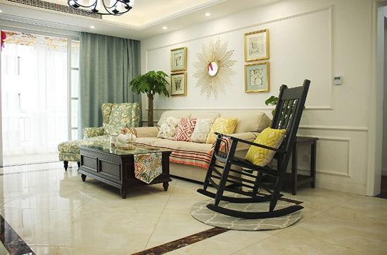 客厅的背景墙包括沙发背景墙都是使用的木线条做的