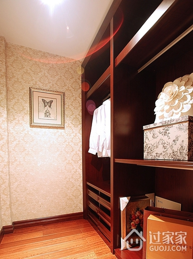 美式雅致三居室欣赏衣帽间