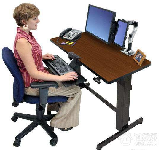 升降电脑桌的优势及适用人群