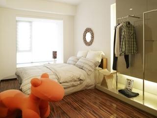 93平简约柔和三居室欣赏卧室衣架