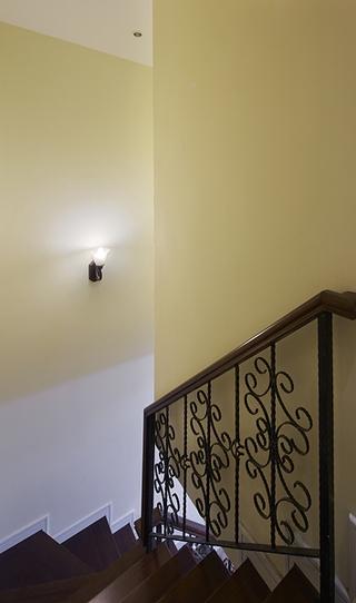 100平田园复式楼欣赏楼梯间
