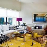 绚丽多彩 混搭风客厅沙发布置图