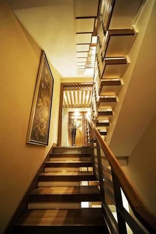 122平混搭风格复式欣赏楼梯间