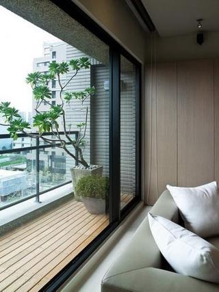 精致阳台绿植摆放 为家居带来一抹绿意